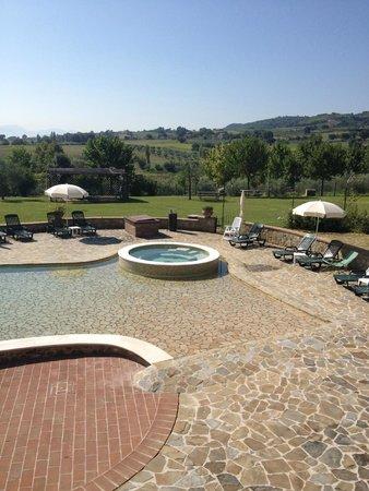 Tenuta Del Perugino : Idromassaggio in piscina