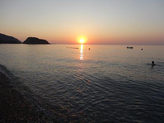 Akdeniz Bahcesi: Sun rise Cirali beach