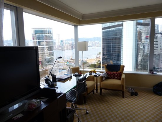 JW Marriott Hotel Hong Kong: Room with all the amenities