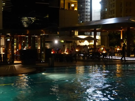 JW Marriott Hotel Hong Kong: The stunning pool ion the evening