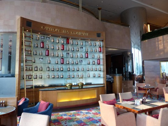 JW Marriott Hotel Hong Kong: Elegant Tea Room in the lobby area