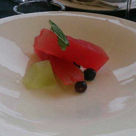 La Vizcaína: Ensalada de frutas impregnadas en cócteles clasicos