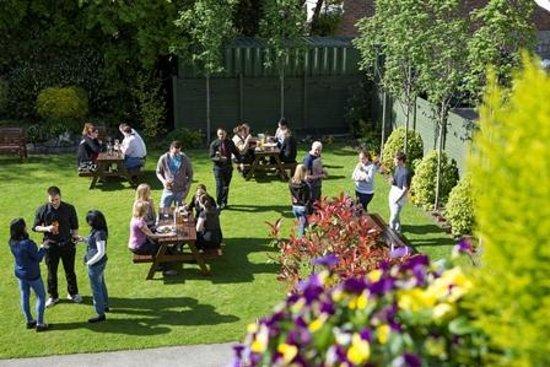 Sandymount Hotel: Private Gardens