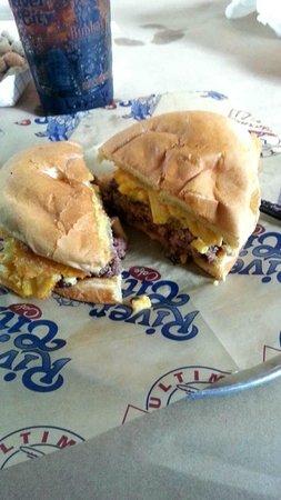River City Cafe: FRIED MAC N CH BURGER