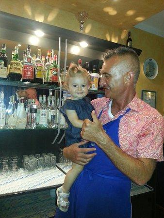 Hotel Consul Cattolica: Un ricordo per Angelo con la nostra piccola Elisa