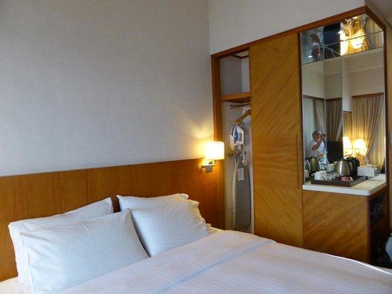 Island Pacific Hotel: Room