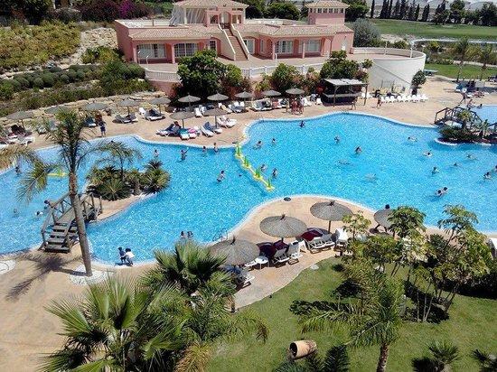 Hotel Bonalba : Vistas desde la habitacion 242  al piscina interior