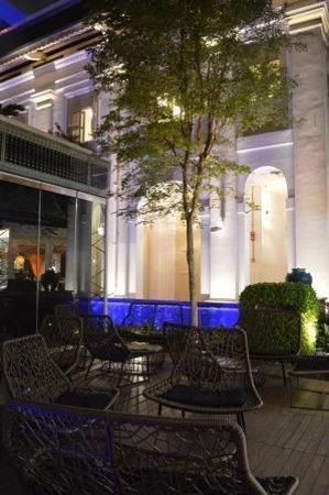Chijmes : outdoor bar areas