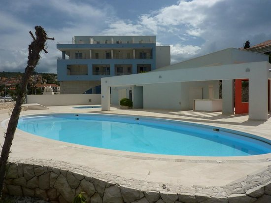 Hotel Pastura: Swimming pool
