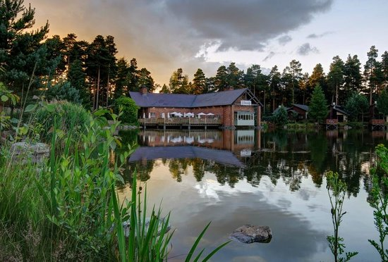 Lakeside Inn Picture Of Center Parcs Whinfell Forest Penrith