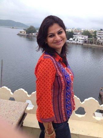 Hotel Aashiya Haveli: Lake view from terrace