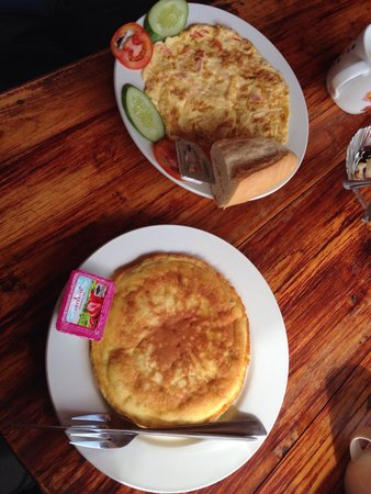 Singharat Guest House: Breakfast: delicious banana pancake and Omlet