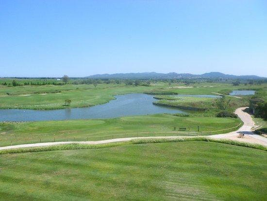 DoubleTree by Hilton Hotel & Spa Emporda : vue sru golf de la chambre