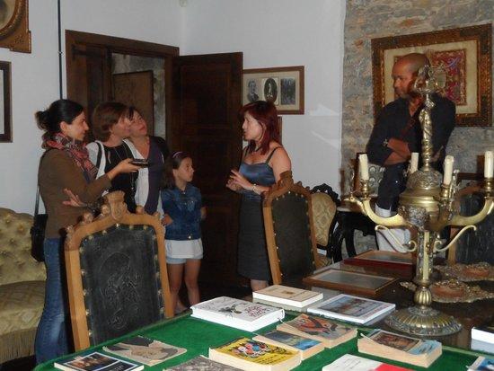 Museo de la Casa de la Troia: Visita al salón principal del Museo de la Casa de la Troya
