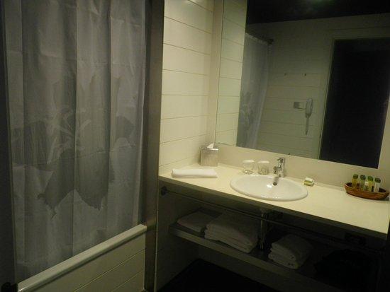 DoubleTree by Hilton Hotel & Spa Emporda : salle de bain