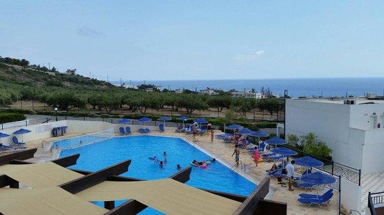 Sunshine Crete Village : La piscine vu du balcon