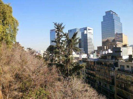 Altura Suites: Vista de cerro Santa Lucía, a 100 mts. del apart