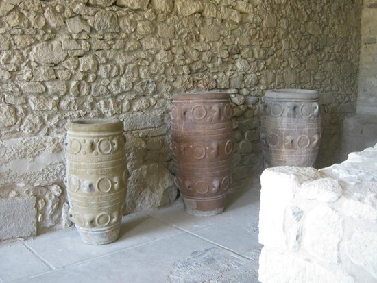 Le Palais de Cnossos : амфоры отреставрированы