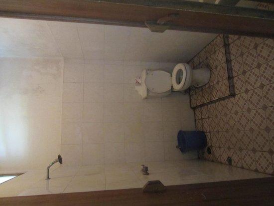 Mandhara Chico: the bathroom