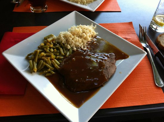 Les Messageries : Roast-beef sauce marchand de vin et ses accompagnements, 4 tranches fines suffisent !