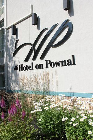 The Hotel on Pownal: Front of hotel