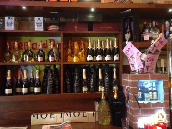 Mattoni Rossi: Una parte degli champagne..e spumanti