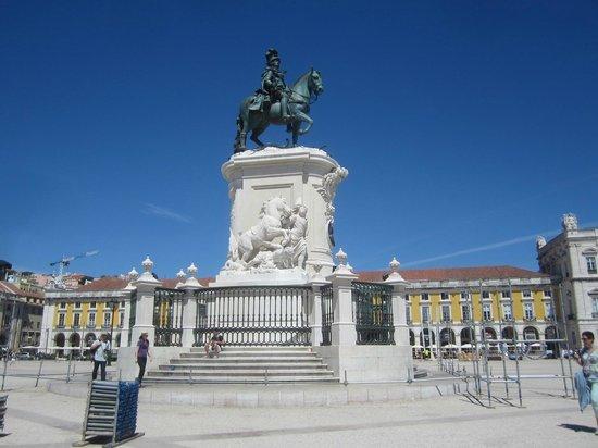 King Jose I Statue: Хосе Первый - профиль