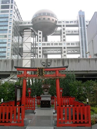 Aqua City Odaiba: A small Shinto shrine on rooftop