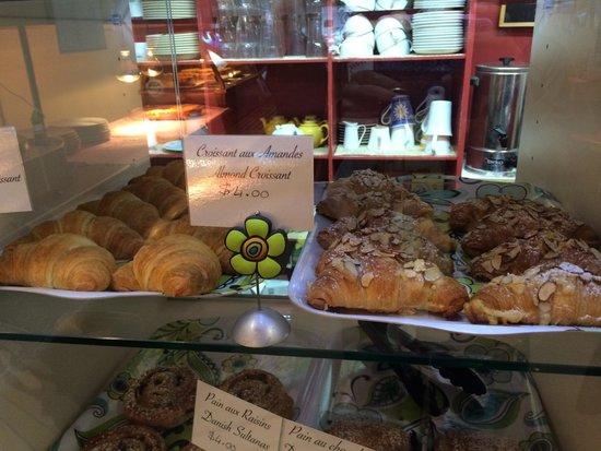 Le Café de Paris: Freshly baked croissants in cabinet