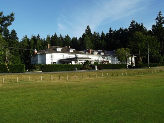 Crown Mansion Boutique Hotel & Villas : From the golf course