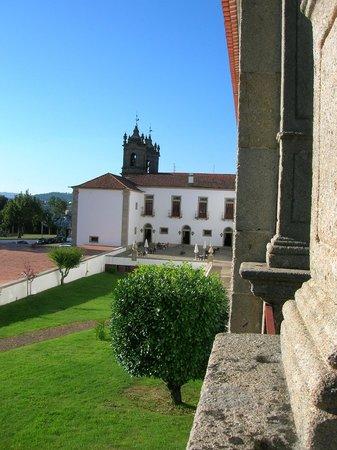 Pousada Mosteiro Guimarães: Vista dell'albergo dalla terrazza