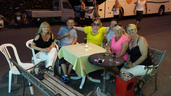 Nettuno Hotel: Some of our National Holidays mates having a fantastico tine.