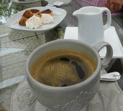 La Medusa Hotel & BoutiqueSpa: Coffee and biscuits..