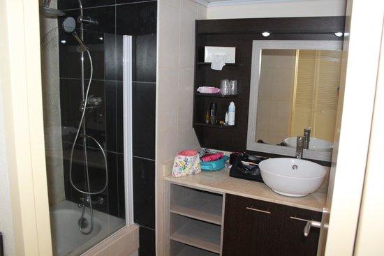 Hotel-Residence Canella Beach: Bathroom