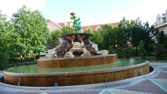 Gardaland Hotel: giardino