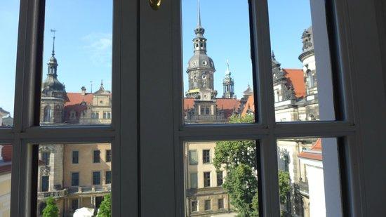 Hotel Taschenbergpalais Kempinski: Ausblick aus der 4. Etage einer Regenten Suite
