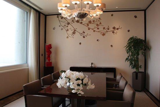The Peninsula Hong Kong: dining area