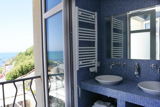 Hôtel Le Caritz : Salle de bain chambre Supérieure Vue Océan