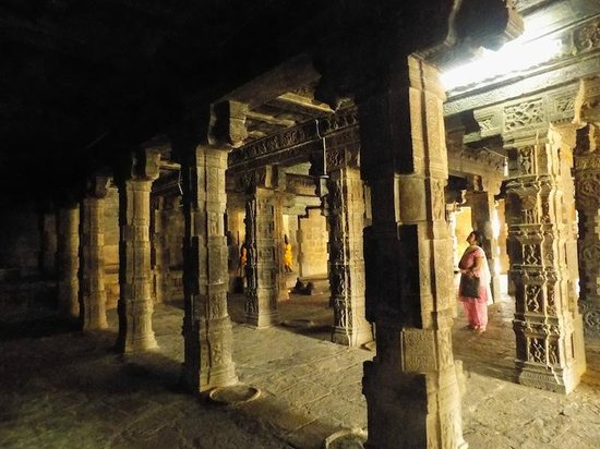 Airavatesvara Temple: The grand pillared pavilion