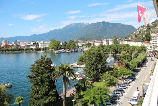 H+ La Palma Hotel & Spa Locarno: Aussicht auf die Seepromenade vom 5. Stock