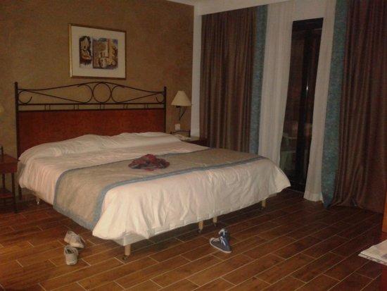 Golden Tulip Vivaldi Hotel: camera ampia