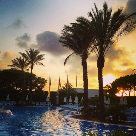 Inturotel Sa Marina: Sunset by the pool