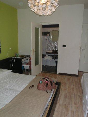 Hotel Duarte: Room