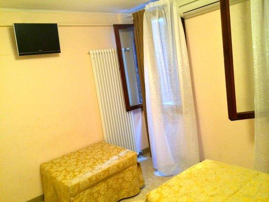 Hotel Adriatico: The interior of bedroom.