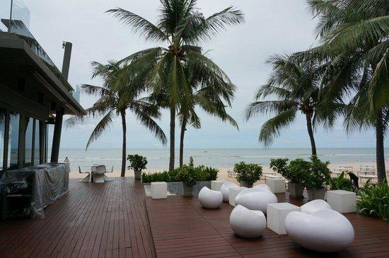 Veranda Resort and Spa Hua Hin Cha Am - MGallery Collection : 베란다리조트 바로앞에 위치한 해변가입니다