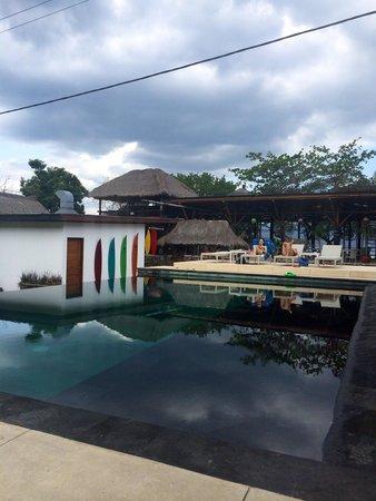 The Trawangan Resort : Pool & restaurant