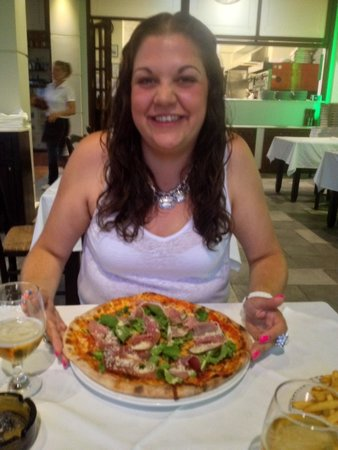 La Piazza, Restaurant - Pizzeria: Parmesan Pizza