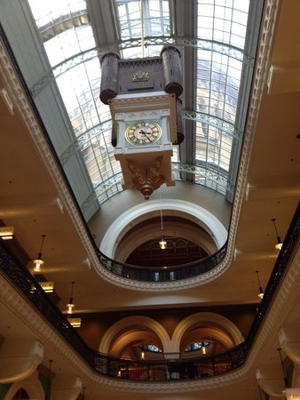 Queen Victoria Building (QVB): Famous clock in qvb