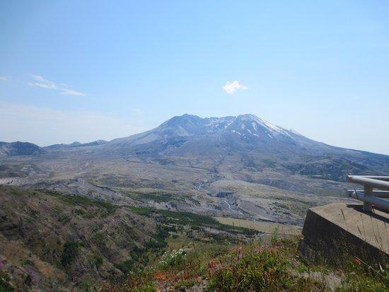 Mount St. Helens Visitor Center: View from Johnston Ridge