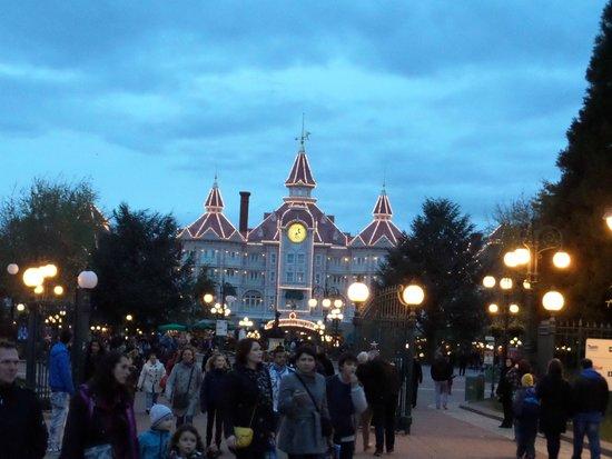 Walt Disney Studios Park: Disney hotel